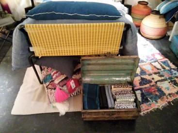 vieille malle et détails tapis killim
